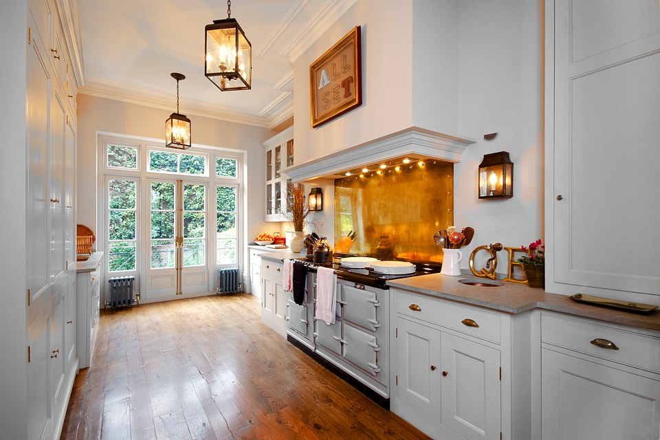 Kitchen fitted by high end builders and retoration experts in Kensington and Knightsbridge